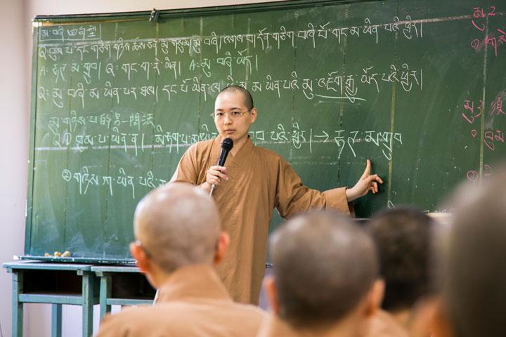 南海寺法師們學習藏文