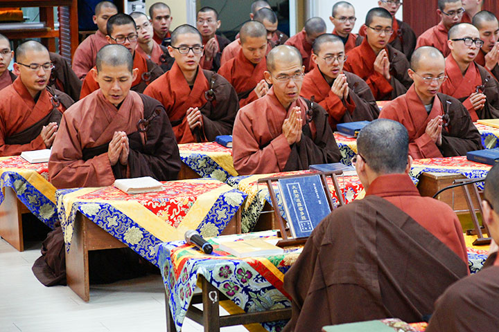 福智僧團在湖山分院、南海分院誦經迴向及祈福