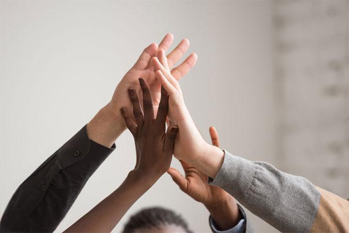 請問佛法如何解釋社會階級,身為老師的我應如何幫助家境不同的學生?