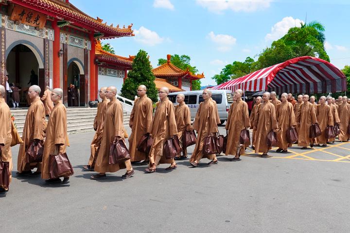 第 22 屆南部齋僧大會,南海寺僧團獲淨心長老頒發「績優佛學院」獎
